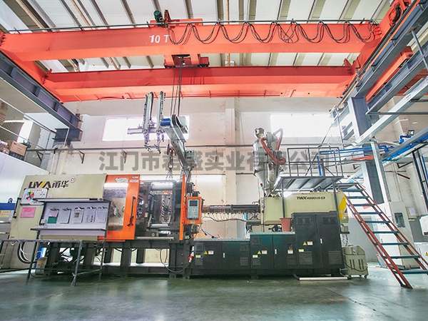 800 Ton injection machine 800 吨注塑机